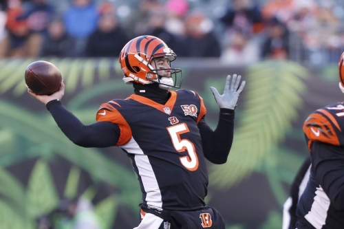 Bills signing AJ McCarron to 2-year contract