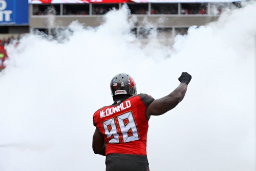 Raiders bring in former Buccaneers defensive tackle for a visit