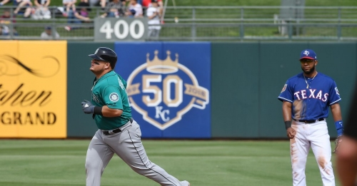 Mariners double down their luck on St. Patrick's Day, win twice against AL West foes