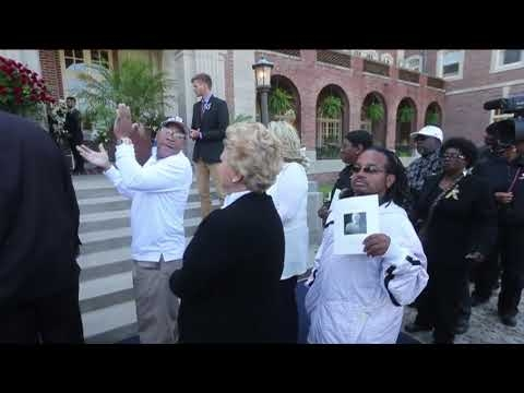 Watch Saints fans sing outside the visitation for Tom Benson