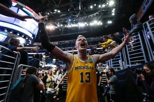 Michigan basketball finds offense, blitzes Texas A&M, into Elite Eight