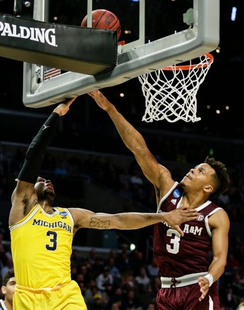 Michigan basketball's Zavier Simpson does it again; C.J. Baird's big shot
