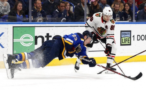 Berglund's goal puts Blues up 1-0 on Blackhawks after one
