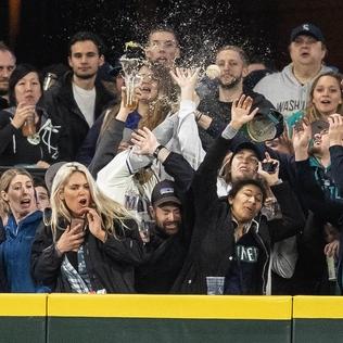 Mitch Haniger's three-run homer powers Mariners past Athletics