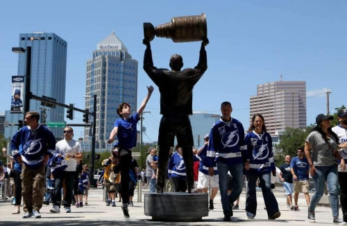 Lightning host NHL playoff watch parties with team in New Jersey
