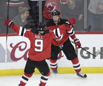 NHL roundup: Taylor Hall, Devils loosen Bolts