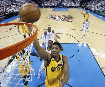 Mitchell lifts Jazz past Thunder 102-95 to even series