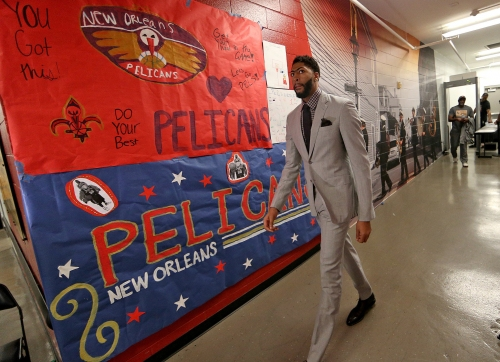 Anthony Davis brings his suit game again for Game 3 vs. Blazers