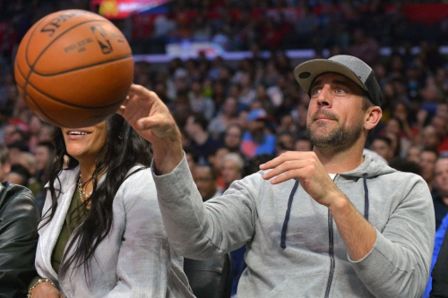 Packers QB Aaron Rodgers purchases ownership stake in Bucks