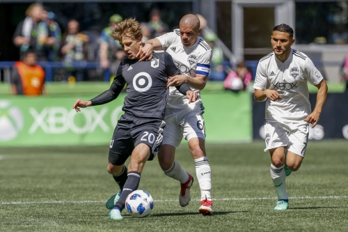 Ozzie Alonso's return sparks Sounders' first win