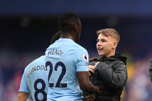 Benjamin Mendy hails Man City fans but worries about getting his place back!