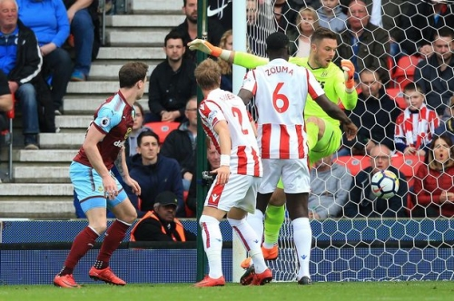 Pundits claim Stoke City goalkeeper was caught out for Burnley and West Ham goals