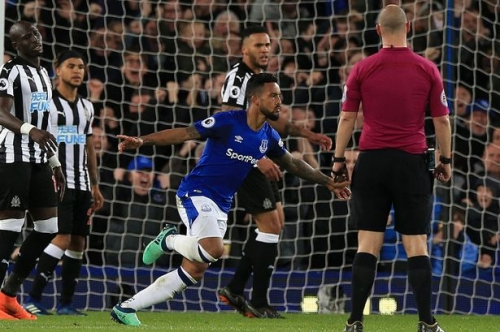 Everton FC 1 Newcastle United 0: Theo Walcott strikes to give Blues the win