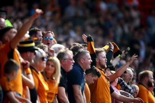 Wolves linked with Premier League defender as fans plan memorable tribute for players