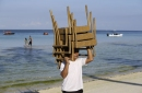 Tourists enjoy final day at beach before Boracay closure