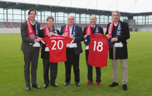 FC Dallas' Richards and Roberts training withBayern Munich