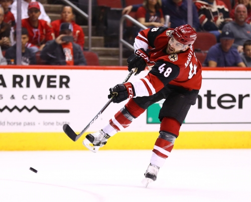 Coyotes acquire Marcus Kruger, third-round pick for Jordan Martinook, fourth-rounder