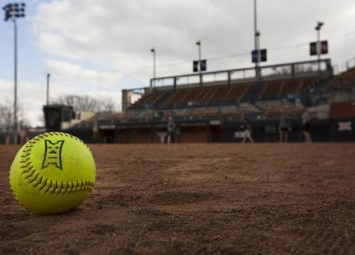 Texas softball falls to Baylor on the road