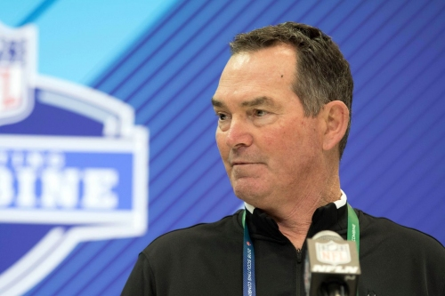 Mike Zimmer leads Skol Chant at Kenny Chesney concert