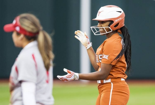 Unearned runs boost Baylor over UT 2-0 in softball