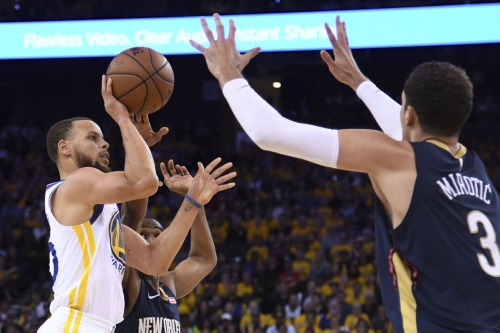 Warriors close out Pelicans behind flawless ball movement