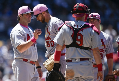 Pain leaves Wainwright struggling in loss to Padres