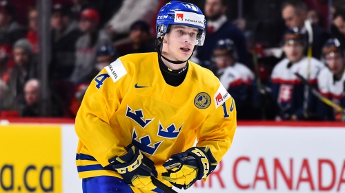 Elias Pettersson snapped out of Worlds, will have surgery on a broken thumb