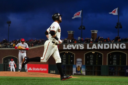 Reds blow early lead, lose to Giants 5-3