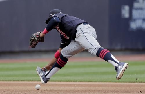 Francisco Lindor, Erik Gonzalez make fine defensive plays for Cleveland Indians against Detroit Tigers