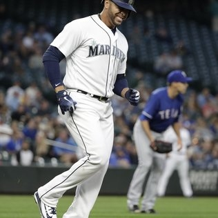 Mariners will be without Nelson Cruz for a few days after getting hit in the foot by a pitch