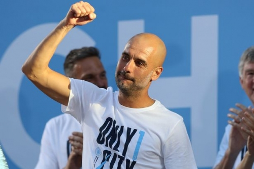 Pep Guardiola signs new Man City contract