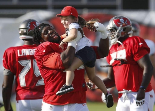 Pop Warner to honor Bucs' Gerald McCoy as 'Inspiration to Youth'