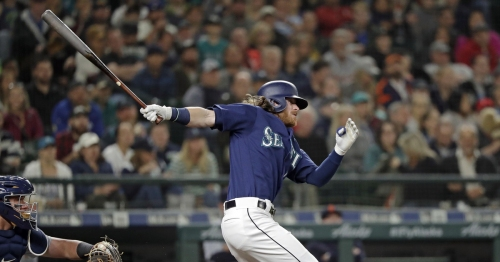 Mariners find life in 7th, rally for much-needed win