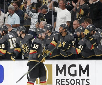 Smith's third-period goal lifts Vegas to 3-2 win over Jets