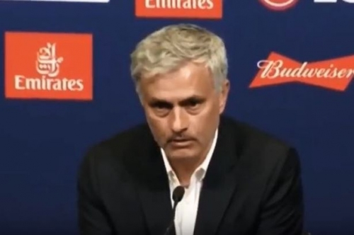 Manchester United manager Jose Mourinho gives awkward answers at press conference