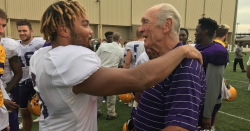 LSU players, other prominent figures pay tribute to late Billy Cannon