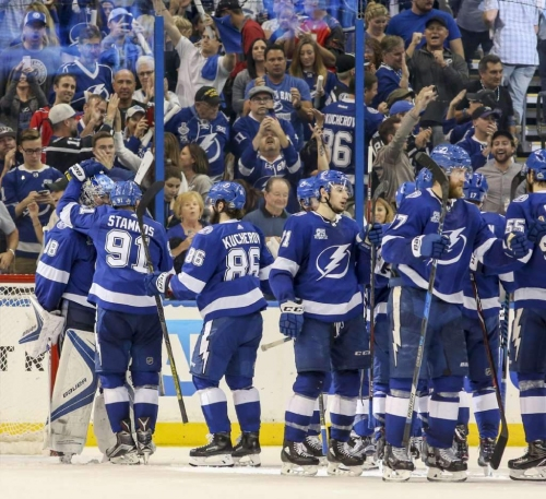 Lightning-Capitals: In playoffs, Lightning and its town become one