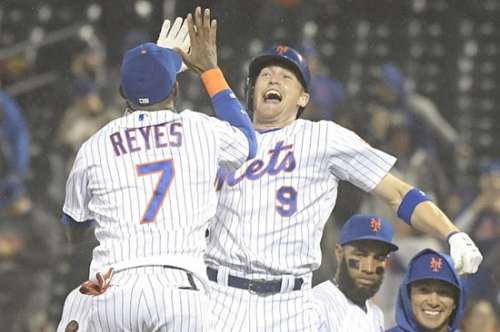 This is what happens when Brandon Nimmo gets real shot