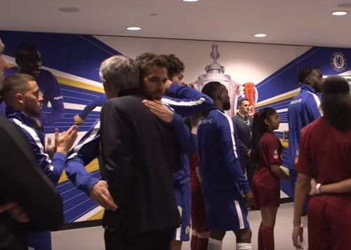 Eden Hazard coldly snubs Jose Mourinho in tunnel during Chelsea's FA Cup win over Manchester United