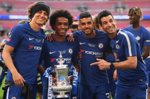 Willian fuels Manchester United transfer speculation by Wembley tunnel