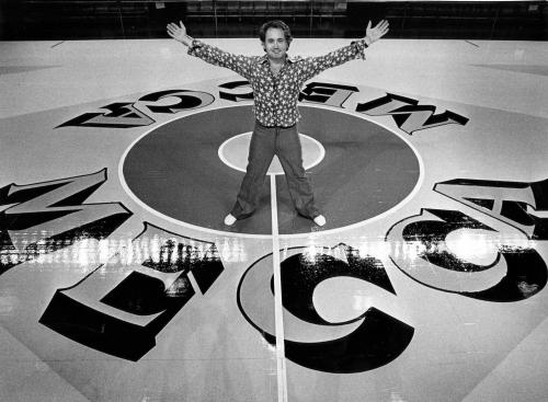 Pop artist Robert Indiana who designed Bucks' MECCA floor, LOVE image dies at 89