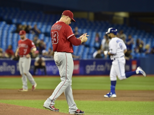 Angels can't overcome costly first-inning error in loss to Blue Jays