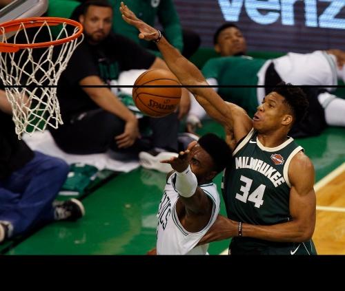 Bucks' Giannis Antetokounmpo left off NBA all-defensive teams