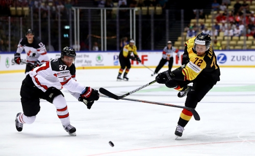 Dominik Kahun Signs Entry-Level Deal with Chicago Blackhawks