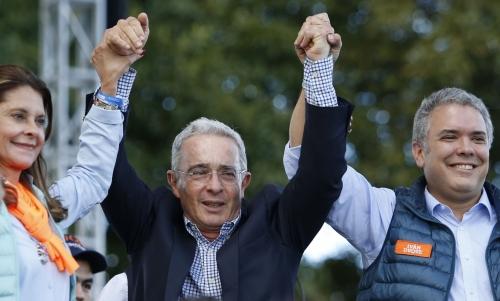 Cables de EEUU vinculan a Uribe con narcos de Colombia