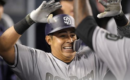 Villanueva pega 2 jonrones y Padres vencen a Dodgers 7-5