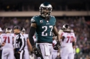 Eagles' Malcolm Jenkins goes silent, holds up signs on social injustices