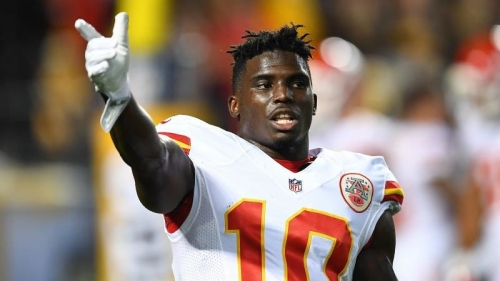 Chiefs WR Tyreek Hill twists ankle, held out of practice