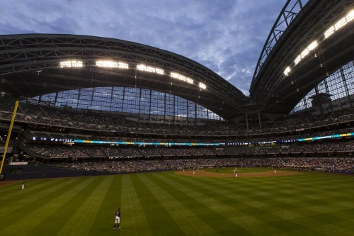 Cubs, Brewers open 3-game series at Miller Park