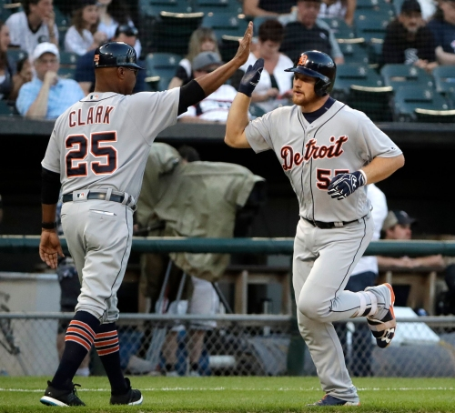 Hicks uses power, speed to lead Tigers to 4-3 win over White Sox